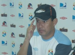 Reynoso subraya que cumplirá su contrato con Cristal