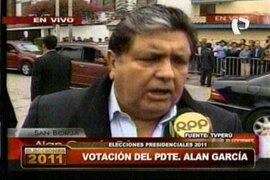 El presidente Alan García emitió su voto y comentó sobre el atentado terrorista en el Cusco