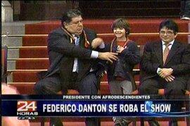 Alan García bautizó a su hijo Federico Danton en la capilla de Palacio de Gobierno