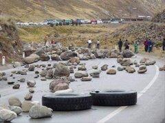 Cocaleros de Ucayali mantienen bloqueada carretera  Federico Basadre