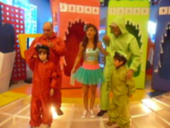 Maria Pía se junta con Damián y El Toyo para saludar a los padres en su día