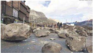Manifestantes en Puno continúan bloqueando las vías hacia Arequipa y Cusco