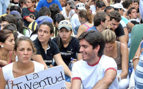 Chilenos salen a las calles para exigir mejoras en la educación pública