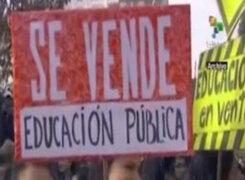 Estudiantes chilenos marchan en Santiago para reclamar mejoras educación gratuita y de calidad