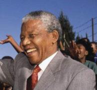 """Sudáfrica: Amigos de Mandela piden """"dejarlo ir"""" tras nueva recaída"""