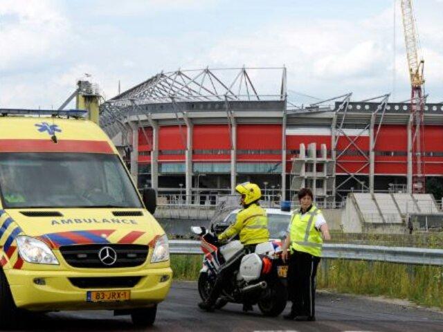 Un muerto y 14 heridos tras desplomarse el techo del estadio del Twente