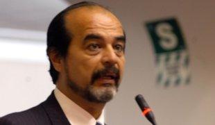 Mauricio Mulder a favor de volver a los principios de la Constitución de 1979