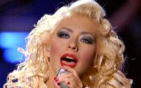 Afirman que Cristina Aguilera es la peor intérprete del himno de Estados Unidos