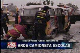 Un niño fue rescatado de un vehículo de transporte escolar a punto de incendiarse
