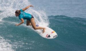 Sofía Mulanovich en los octavos de final en campeonato español de surfing