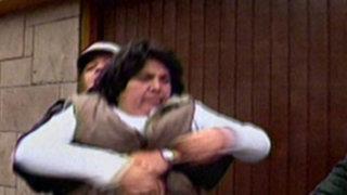 Policía detiene a una mujer por conducir ebria una movilidad escolar