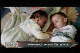 Un bebe sin brazos y su madre nos dan una lección de amor