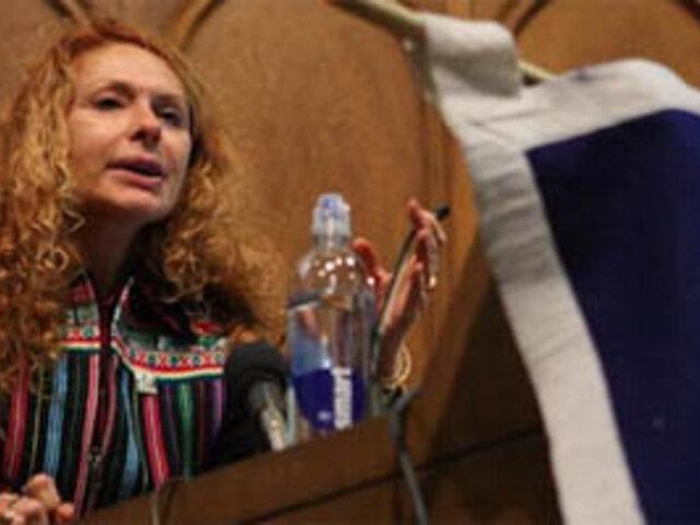 Eliane Karp: Susana Baca tendrá que decidir estar en la música o el ministerio