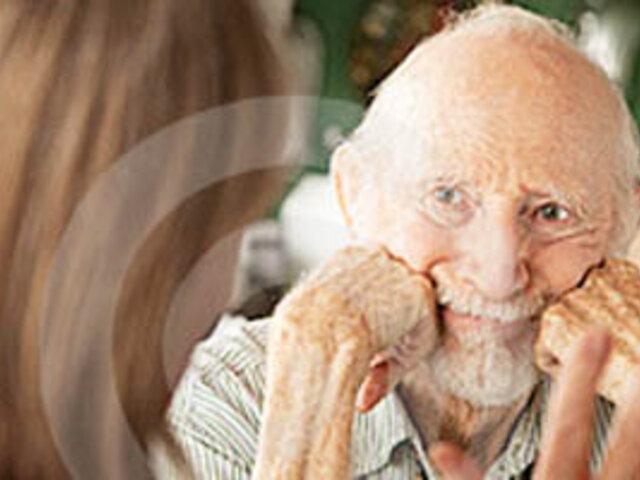 Análisis de sangre permitiría detectar a tiempo el Alzheimer