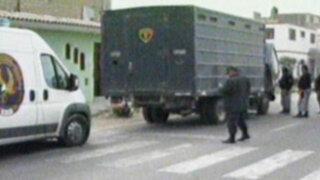 Furgoneta que trasladaba presos en Chimbote se averió en plena carretera