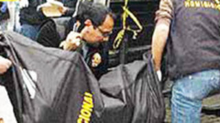 Hallan auto donde huyó banda que asaltó a empresario en Miraflores