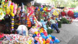 Chilenos compran coronas para difuntos en Arequipa