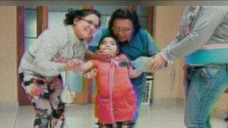Tras largo tratamiento, niña Romina Cornejo empezó a moverse sin ayuda