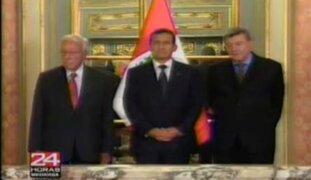 Gobierno condecora a Luis Bedoya Reyes con distinción Orden del Sol