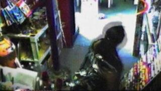 Cámaras de seguridad ponen al descubierto robos en centros comerciales