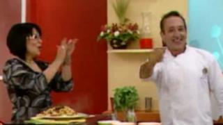 Cocinando pasta con verduras a la parrilla