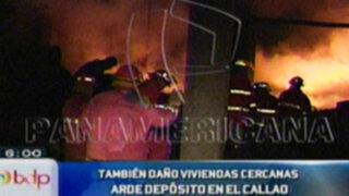 Pánico en el Callao por incendio en depósito de llantas que alcanzó casas vecinas
