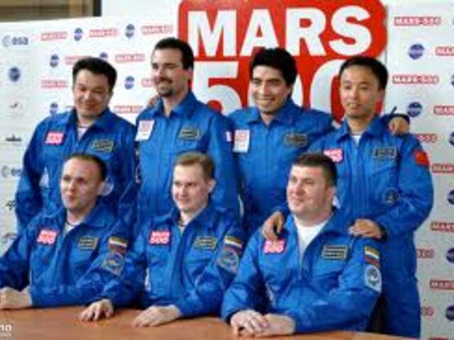 Astronautas que participaron en vuelo simulado a Marte comentaron su experiencia ante la prensa