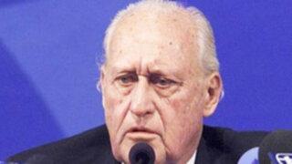 Brasileño Joao Havelange presento su renuncia al COI