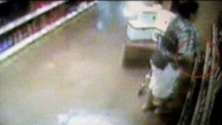 Cámara de seguridad descubren las artimañas de robo que utilizan los tenderos