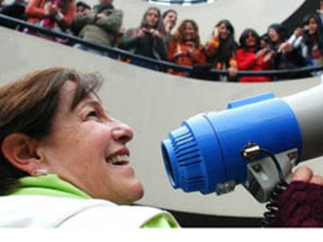 Alcaldesa de Lima responde a 'tuiteros' por críticas a su gestión