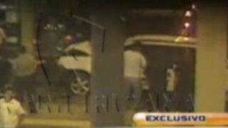 Policía ebrio huye tras estrellar el vehículo de requisitorias que conducía