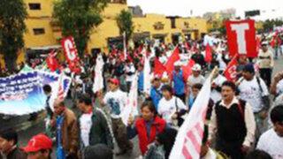 Organizaciones sociales realizan marchas en contra de revocatoria a Susana Villarán