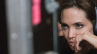 Angelina Jolie aplaza boda con Brad Pitt por celos de Jennifer Aniston
