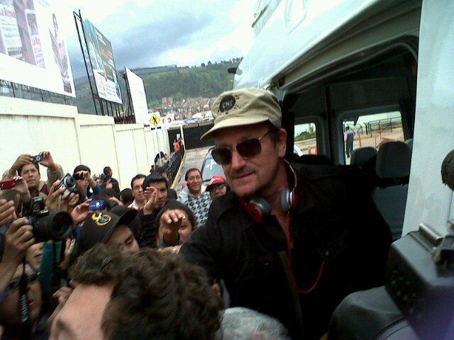 Cantante Bono Vox visita reserva  de Tambopata en Madre de Dios