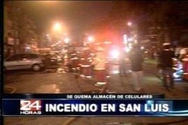 Corto circuito provocó incendio en tienda de teléfonos celulares en San Luis