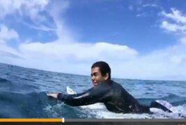 Ejemplo de vida: Derek Ravelo, el surfista invidente que conquista Hawai