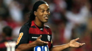Ronaldinho minimiza críticas por fiesta de cumpleaños que duró cinco días
