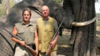 Ola de críticas contra rey de España por cazar elefantes