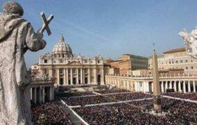 Renuncia director del Banco del Vaticano tras escándalo de corrupción