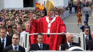 Papa Benedicto XVI estrena cuenta de Twitter con una bendición