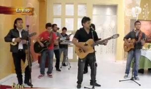 William Luna canta para las televidentes de Entre Tú y Yo
