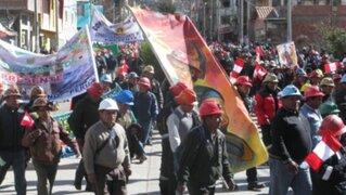 Agreden con piedras y botellas al presidente regional de Puno
