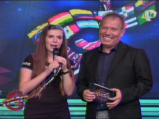 Sorprenden a bella chilena y Giuliana y Tommy en la prueba del 'Giro Wagen'