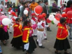 Realizan vistoso pasacalle por Fiestas Patrias en la Plaza de Armas