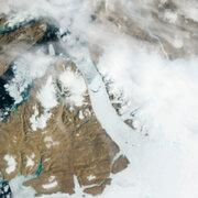 Se desprende témpano de hielo del doble de Manhattan en Groenlandia