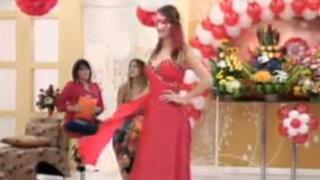 Desfile con las últimas creaciones de la línea de vestidos Dinamaría