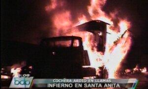 Incendio de proporciones redujo a cenizas una cochera en Santa Anita