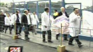 Médicos de Essalud amenazan con huelga de hambre si no atienden sus reclamos