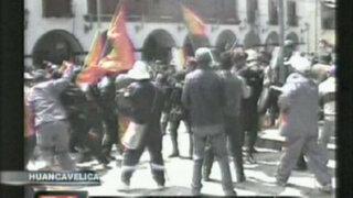 Huancavelica: maestros y policías protagonizan violento enfrentamiento