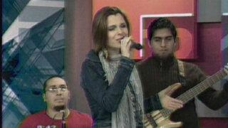 Desiré Mandrile canta en vivo junto a sus músicos en El Panamericano